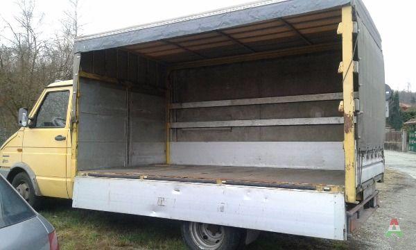 Camion iveco daily usato a biella in veicoli annunci for Subito it arredamento usato brindisi