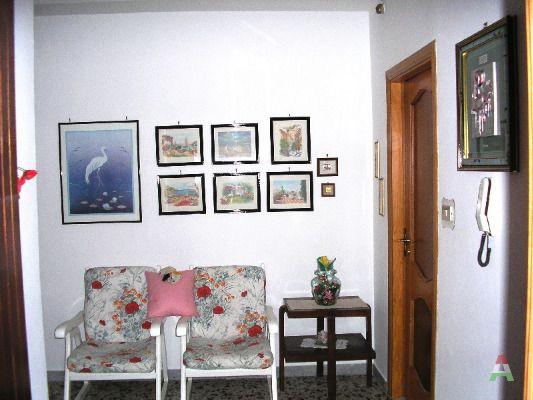 Bilocale parzialmente arredato battipaglia centro a for Monolocale salerno affitto arredato